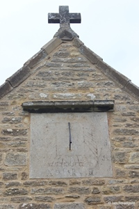 Knotting, St Margaret. South transept, sundial.