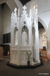 Luton - St Mary. Baptistery.