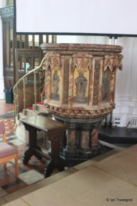Luton - St Mary. Pulpit.