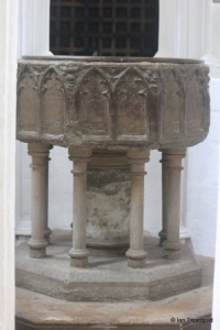 Luton - St Mary. Font.