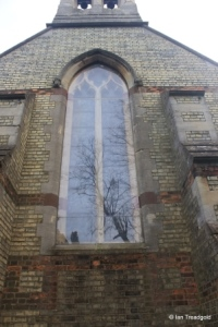 Luton - Biscot, Holy Trinity.  West window.