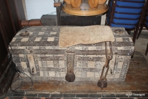 Meppershall - St Mary. Ancient chest.