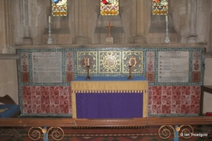 Meppershall - St Mary. Altar.