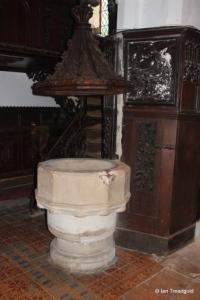 Old Warden - St Leonard. Font.