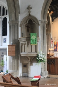 St Andrew parish church, Ampthill. Pulpit.