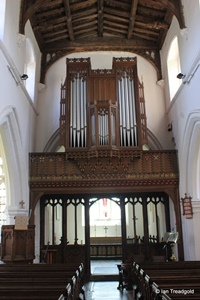 Arlesey, St Peter. Chancel arch and organ.