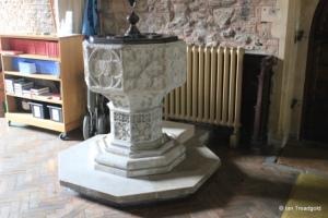 Bedford - St Peter de Merton. Font.