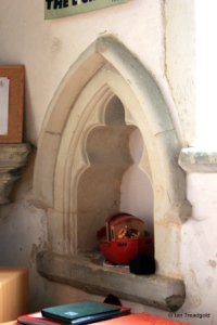 Dunton - St Mary Magdalene. South aisle, piscina.