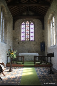 Dean, All Hallows. Chancel altar.