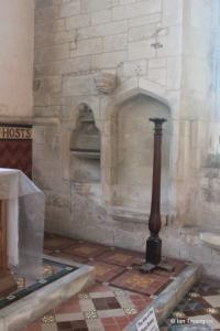Edlesborough - St Mary the Virgin. Chancel piscina and sedilia.