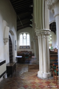 Eaton Bray - St Mary the Virgin. North aisle arcade.
