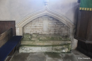Yelden - St Mary. North side tomb recess.